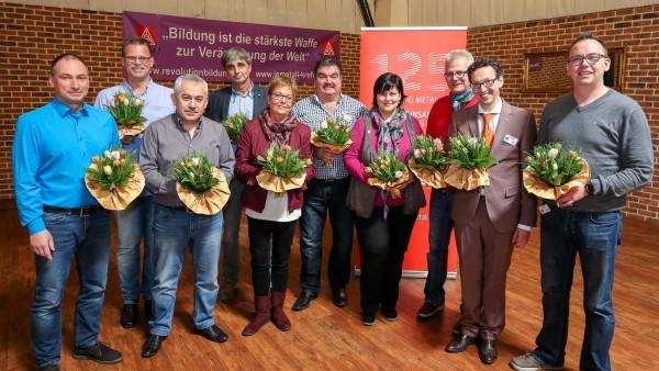 Die neun Beisitzer des Ortsvorstandes vlnr: Andreas Graap (TöFi), Thomas Dittmann (Siempelkamp Guss), Mehmet Yilmaz (THK), Hermann Steck (PWK), Beatrix Cox (Clearedge), Kosta Pinidis (DEW), Kerstin Klumpen (OTK Nirosta), Michael Tenberken (Siempelkamp Maschinenfabrik), Ralf Claessen (IGM), Marc Schneimann (Mühlhoff) - nicht auf dem Foto Jens Köstermann (Siemens)